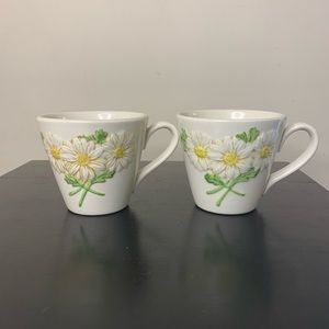Pair vintage cottagecore daisy stoneware teacups